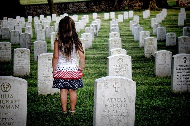 4 Hal yang Harus Dipersiapkan Saat Membawa Balita ke Pemakaman 03.jpg