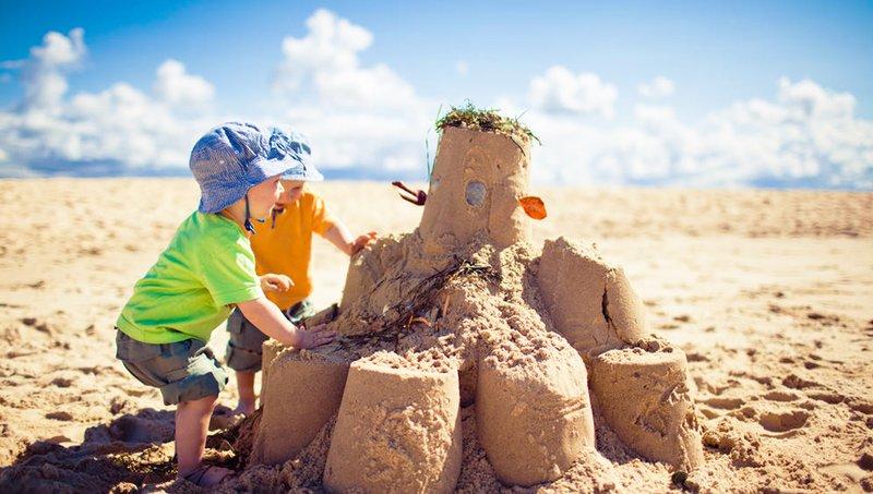Permainan Balita di Pantai