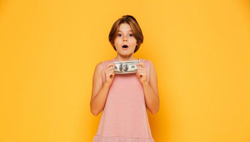 4 Kesalahan Orang Tua Saat Mengajarkan Uang Pada Anak 4.jpg