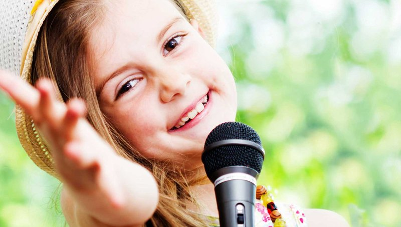 kegiatan akhir pekan di rumah-karaoke