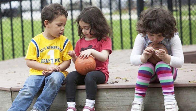4 Tantangan Membesarkan Anak Introvert Dan Cara Mengatasinya 3.jpg