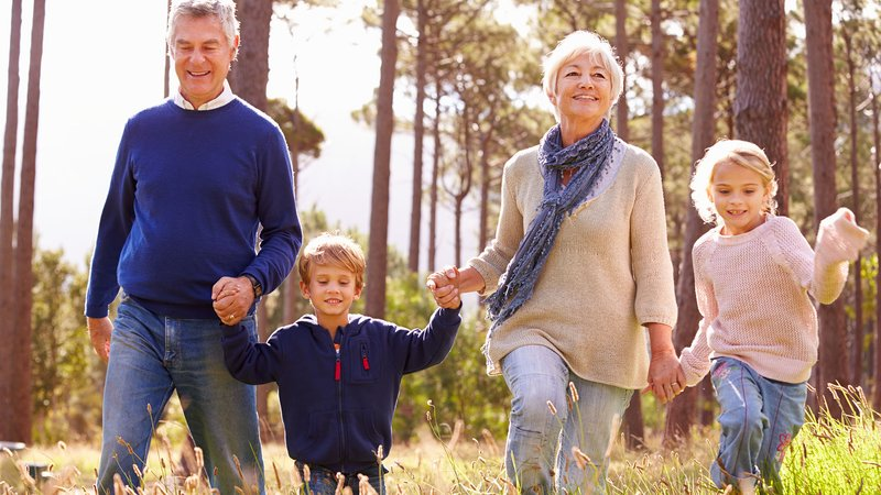 4 Tipe Kakek-Nenek yang Manjakan Cucunya-4.jpg