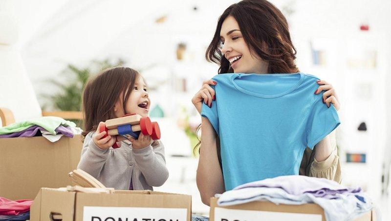 4 cara mengajarkan balita berbagi kebahagiaan natal 3
