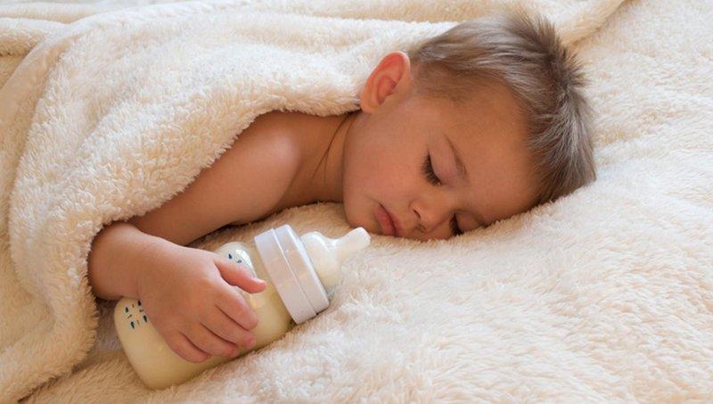 4 cara menyapih balita yang masih minta minum susu botol di tengah malam 1