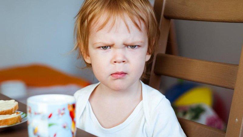 4 dampak buruk menonton tv dan video saat makan 3
