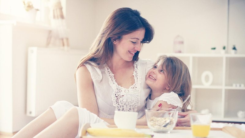 4 hal yang bisa moms lakukan untuk menenangkan anak yang sedang sedih 3
