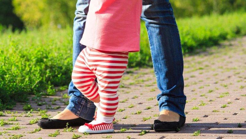 4 latihan mudah untuk si kecil yang baru belajar berjalan 4