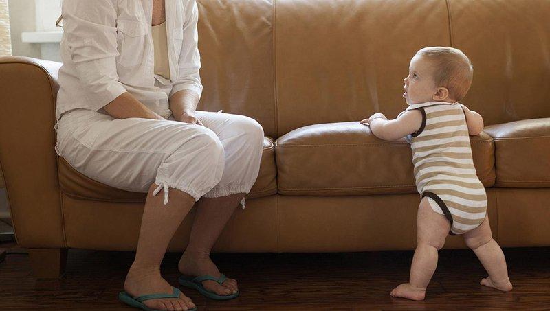 Ini 4 Cara Mempersiapkan dan Merangsang Bayi Berjalan -1