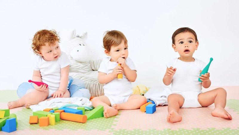 4 tips mengajarkan balita untuk gosok gigi sendiri 1
