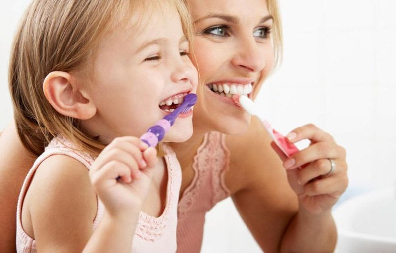 4 trik cerdas menghadapi anak yang malas sikat gigi 5