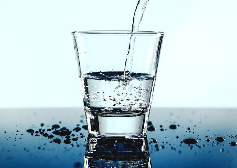 Riset Membuktikan, Berkumur dengan Air Garam Bisa Mengurangi Sakit Gigi Akibat Gusi Bengkak