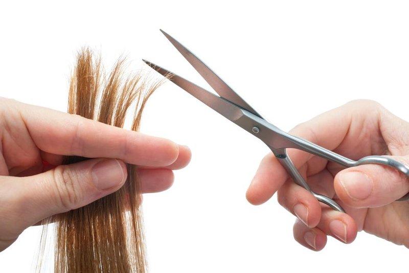 5 trimming ujung rambut