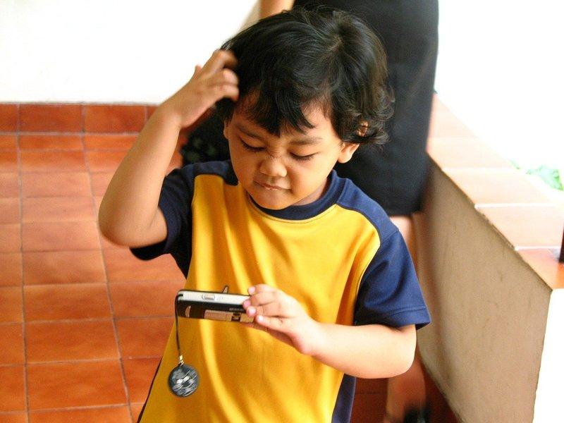 5 Alasan Mengapa Lebih Baik Memberi Mainan Edukasi Berbentuk Fisik 4.jpg