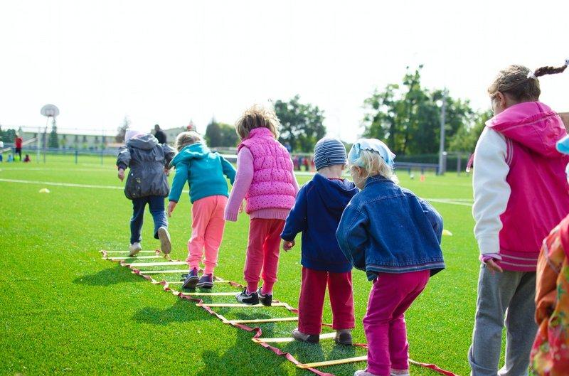 5 Alasan Mengapa Lebih Baik Memberi Mainan Edukasi Berbentuk Fisik 2.jpg