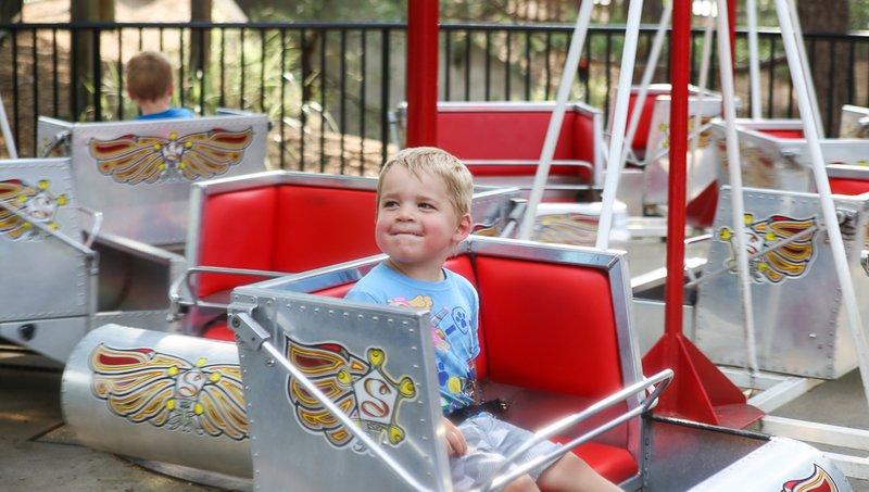 5 Aturan Keamanan Saat Naik Wahana Di Taman Hiburan Anak 5.jpg