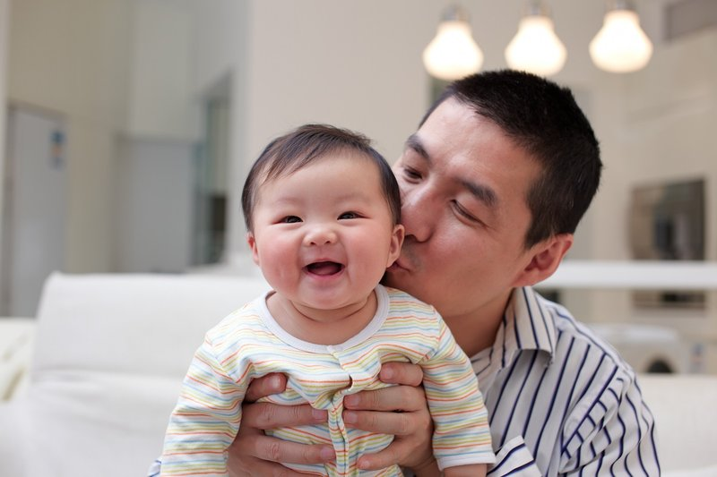 5 Cara Membuat Bayi Tertawa (1).jpg