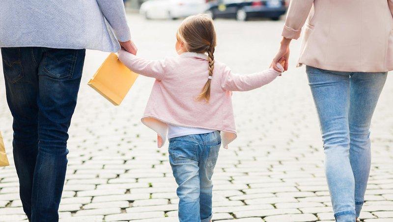 5 Cara Mendekatkan Hubungan Dengan Anak Adopsi 1.jpg