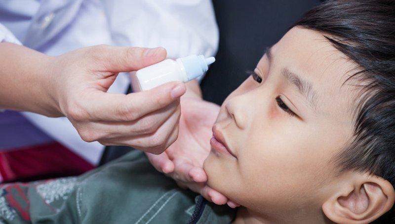 5 Cara Mengatasi Mata Merah Pada Anak Sesuai Penyebabnya 1.jpg