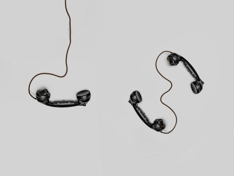 5 Cara Phone Sex dengan Pasangan 1.jpg