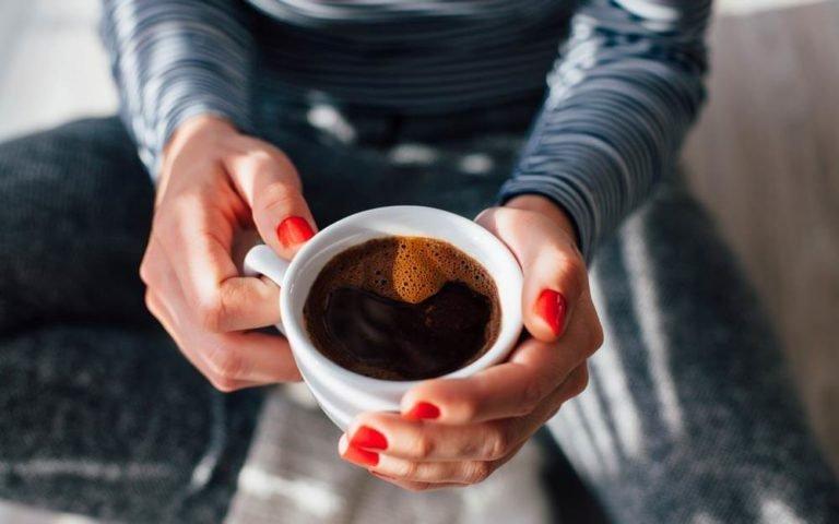 5 Kesalahan Saat Sarapan yang Bikin Berat Badan Naik - 1 minum kopi.jpg
