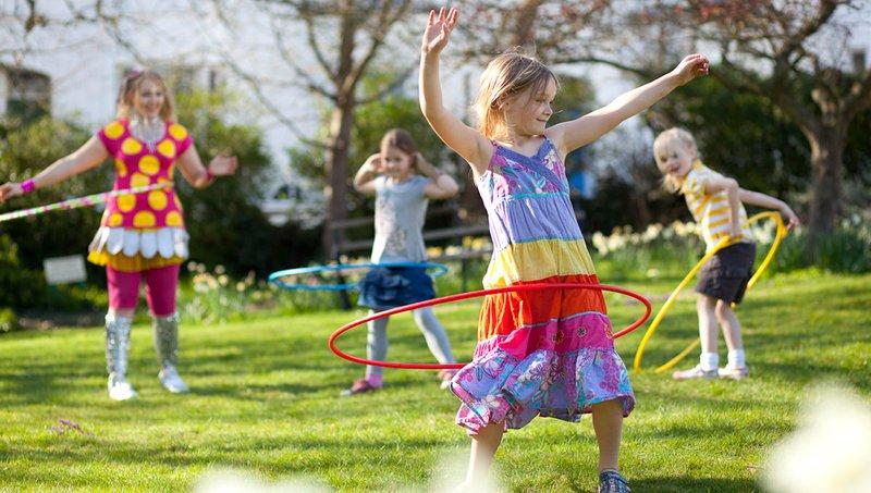 5 Manfaat Bermain Hula Hoop Bagi Anak 1.jpg