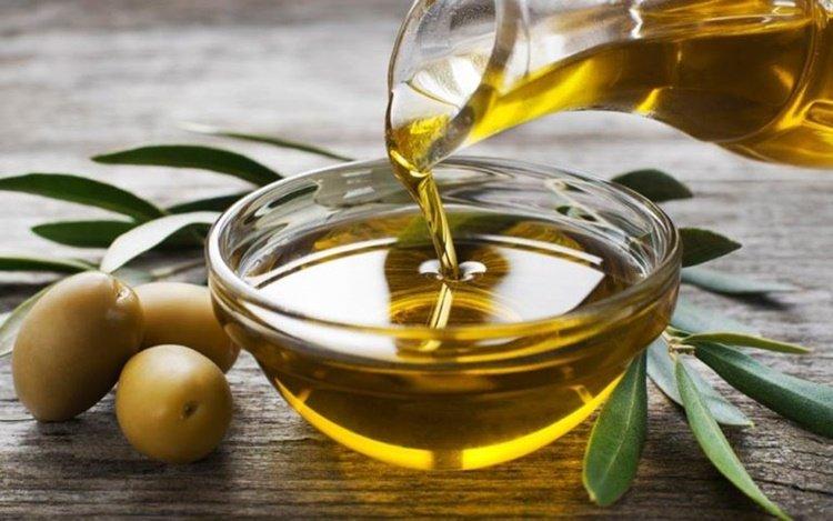 5 Perawatan Alami untuk Samarkan Kerutan Pada Wajah - minyak zaitun.jpg