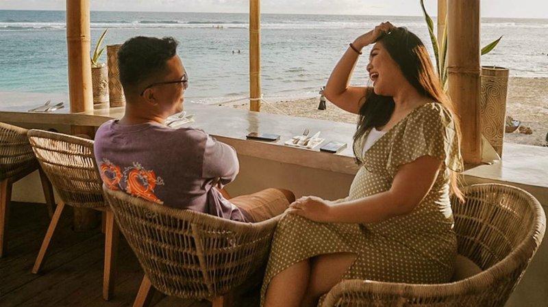 5 Potret Keseruan Babymoon Arief Muhammad dan Tiara Pangestika di Bali.jpg