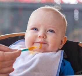 5 Tanda Bayi Belum Siap Makan Makanan Padat -2.jpg