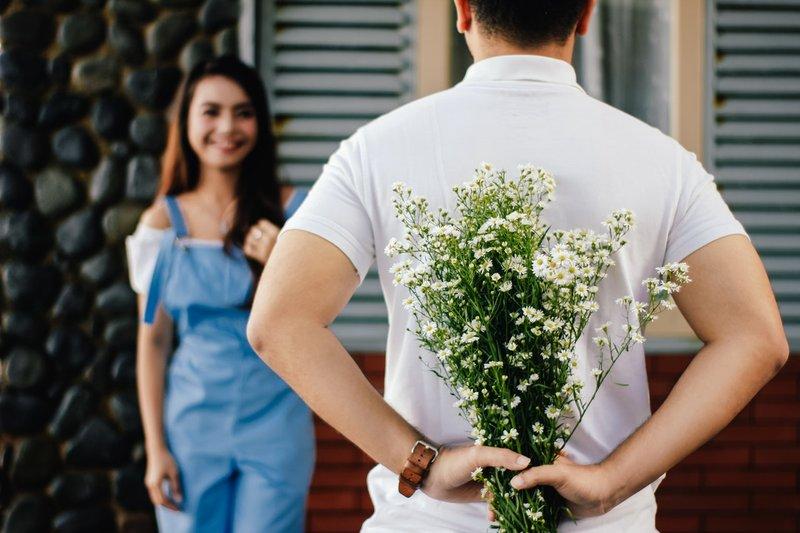 5 Tanda Suami Masih Mencintai Istri dan Sebaliknya 2.jpg