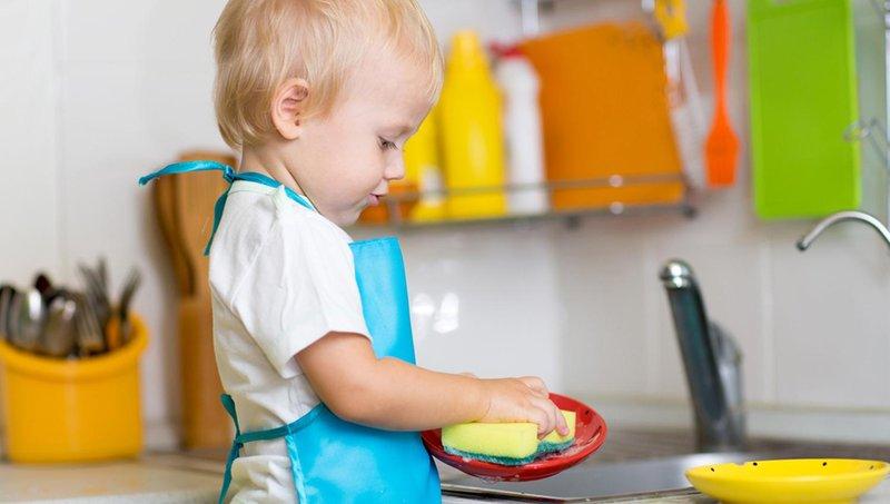 5 alasan pentingnya mengajak balita mengerjakan tugas rumah tangga 1