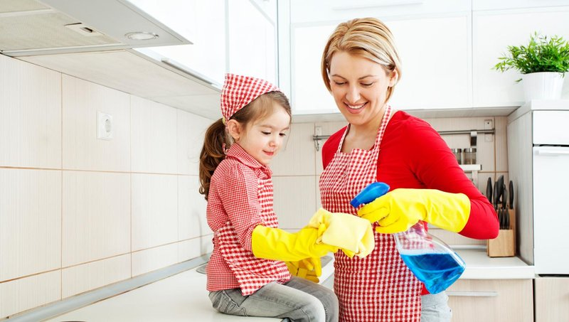 5 alasan pentingnya mengajak balita mengerjakan tugas rumah tangga 5