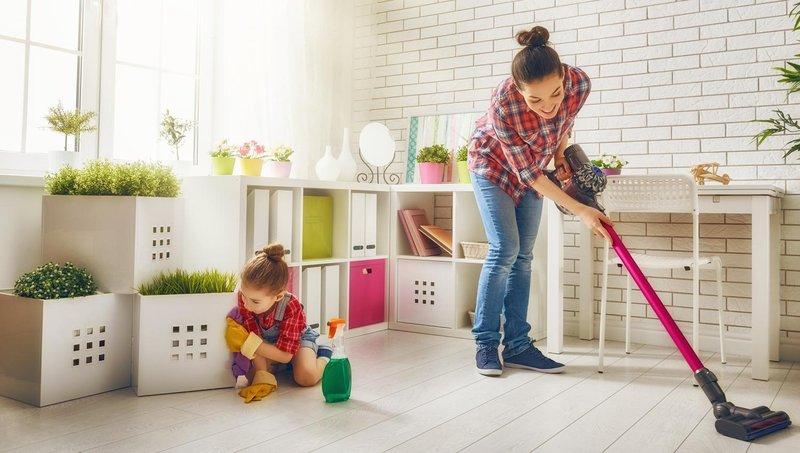 5 alasan pentingnya mengajak balita mengerjakan tugas rumah tangga 4