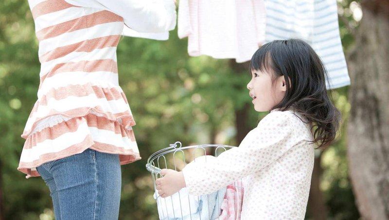 5 alasan pentingnya mengajak balita mengerjakan tugas rumah tangga 2