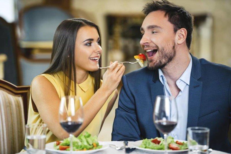 5 cara menjaga hubungan tetap hangat meski sudah menikah lama 3