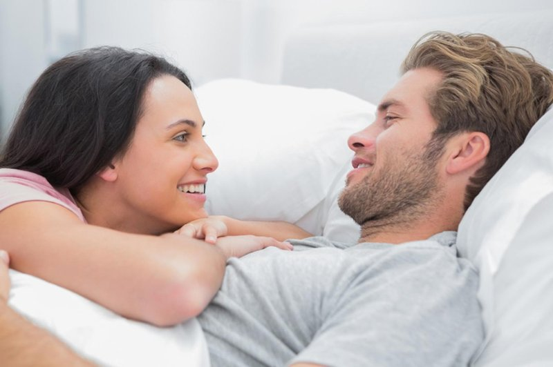 5 hal yang harus dibicarakan dengan pasangan soal seks agar pernikahan langgeng 01