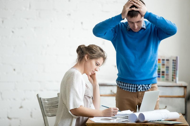 5 kebiasaan buruk yang sebaiknya tidak dilakukan saat bekerja 5