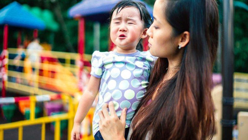 5 kesalahan yang harus dihindari orang tua saat menenangkan balita tantrum 3