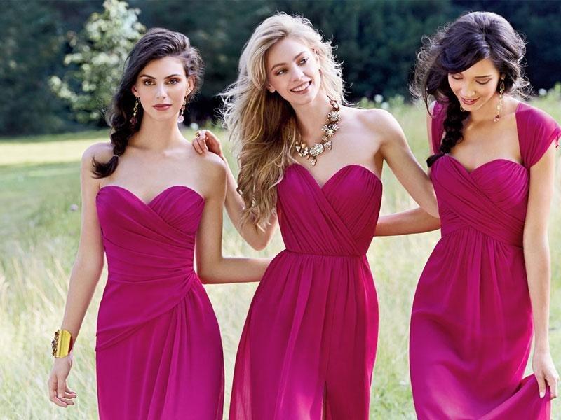 5 pilihan warna untuk gaun tunangan anda (a)