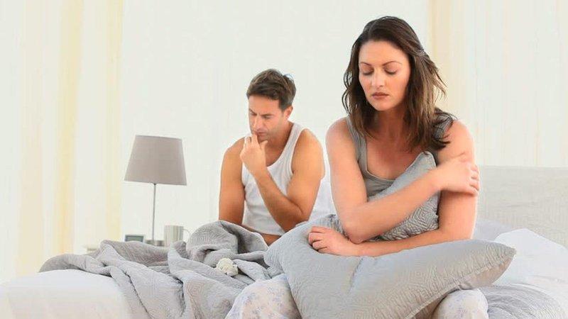 5 tanda istri terlalu protektif pada suami 01