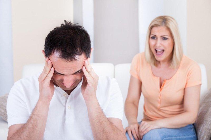 5 tanda istri terlalu protektif pada suami 03