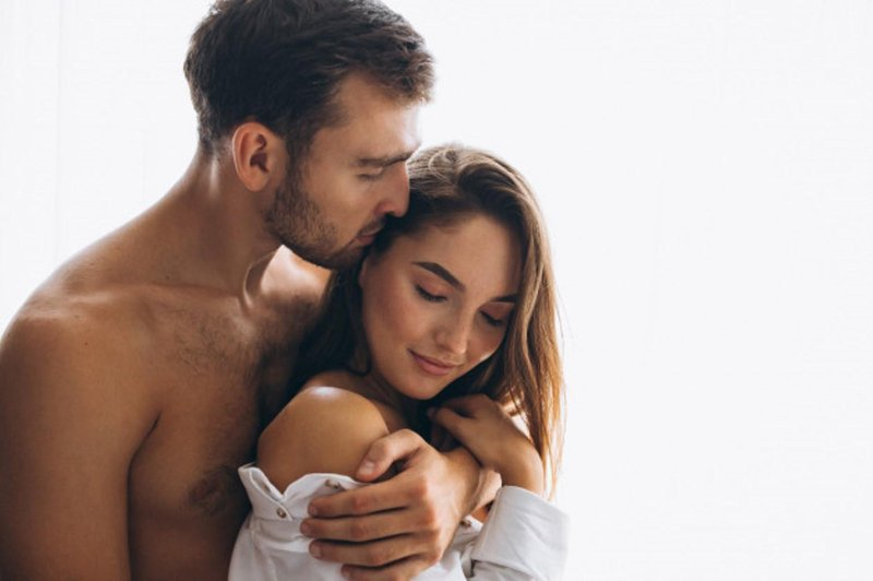 5 tanda suami bahagia dengan kehidupan seks (01)