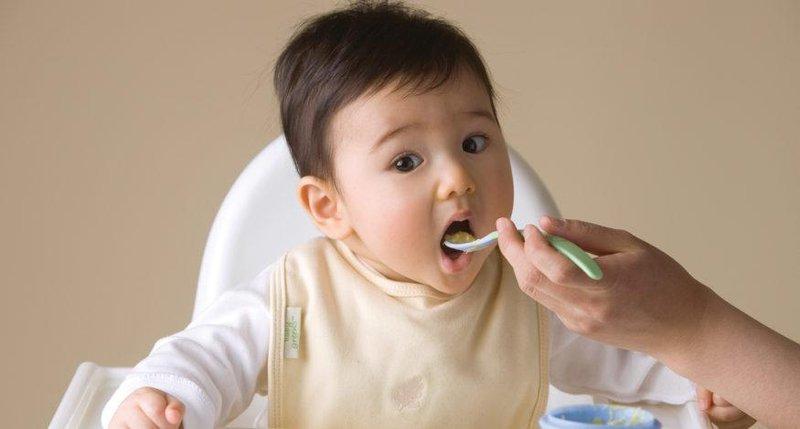 5 tips untuk mengatur jadwal mpasi dan menyusui bayi 1