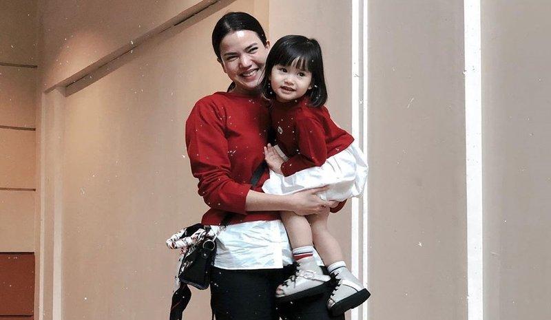 7 Inspirasi Fashion Kembar Alice Norin dan Alita, Kece Banget!