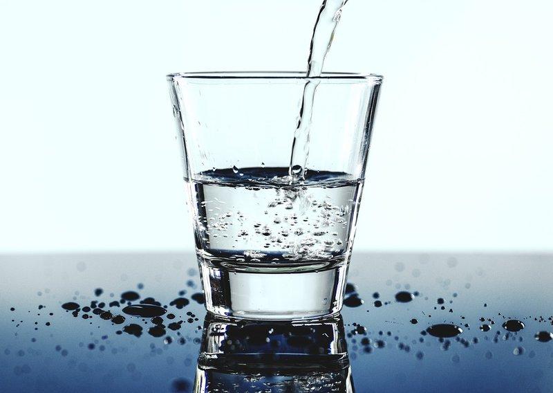 6 - 5 Mitos Air Minum yang Masih Dipercaya Banyak Orang.jpg