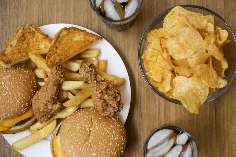 6 Cara Menghilangkan Jerawat dengan Cepat 3 junkfood freepik.jpg