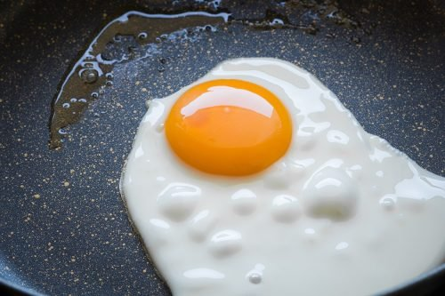 memasak telur