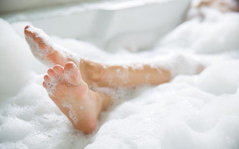 6 Kesalahan Mandi Pakai Shower yang Berdampak Buruk untuk Kesehatan Kulit - 4.jpg