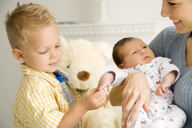 7-Things-to-Remember-in-Juggling-A-Toddler-And-A-Newborn-4.jpg