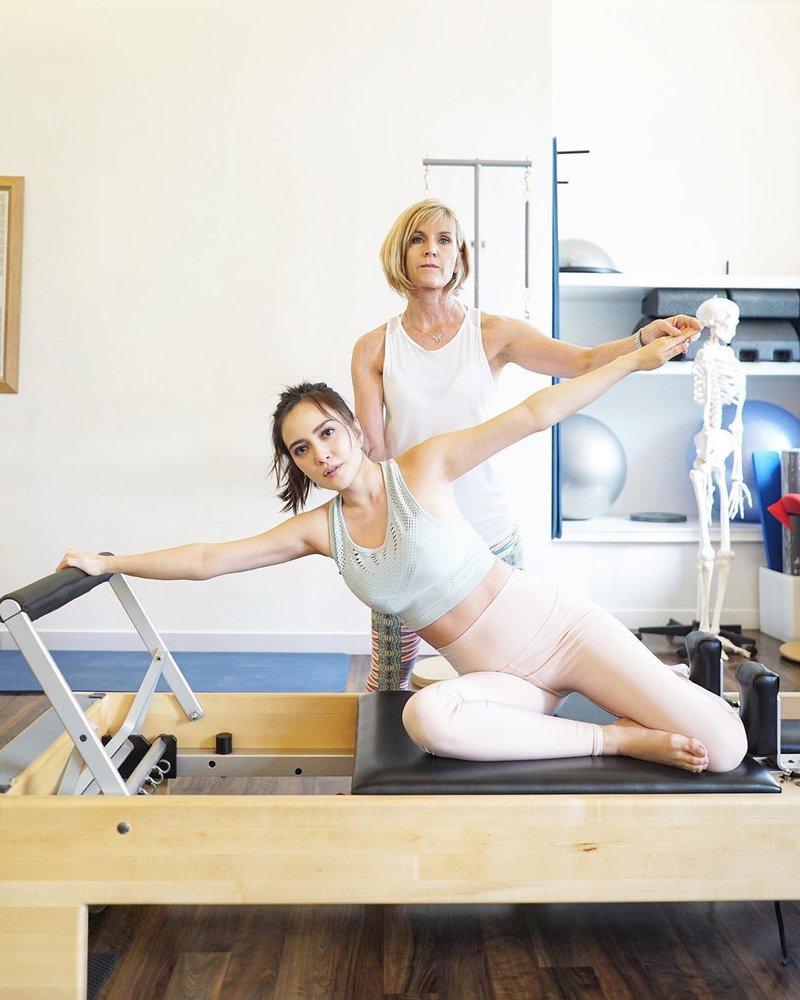 Meniru Olahraga Selebriti Terbaik untuk Ibu Hamil
