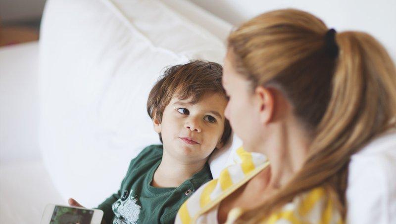 7 Bentuk Komunikasi Nonverbal Yang Bikin Moms Lebih Dekat Dengan Anak 1.jpg